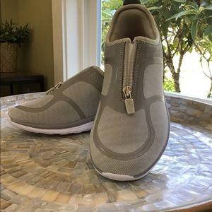 Easy spirit zip front walking shoes SZ 8.5